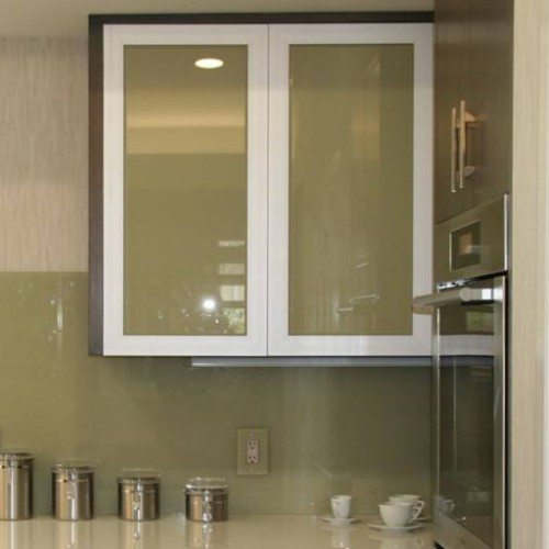 Back Painted Cabinet Glass & Backsplash with Outlet Covers in Kitchen | Cabinet Glass & Shelves Gallery | Residential Products | Anchor-Ventana Glass