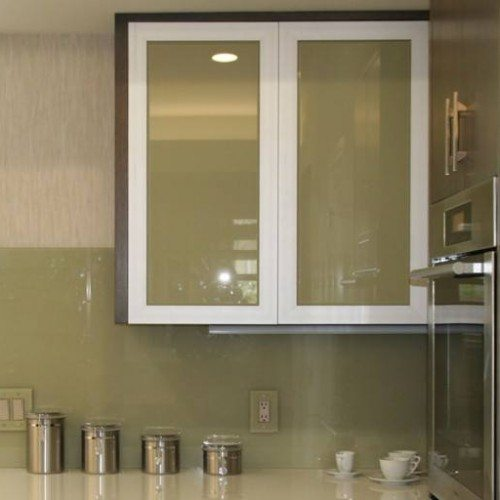 Back Painted Cabinet Glass and Backsplash with Outlet Covers in Kitchen | Colored Glass Gallery | Residential Products | Anchor-Ventana Glass