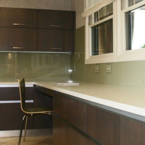 Back Painted Glass Backsplash with Outlet Covers in Kitchen | Colored Glass Gallery | Residential Products | Anchor-Ventana Glass